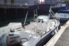 lancha vista de popa para licencia de navegacion y titulin antiguo en gijon asturias.